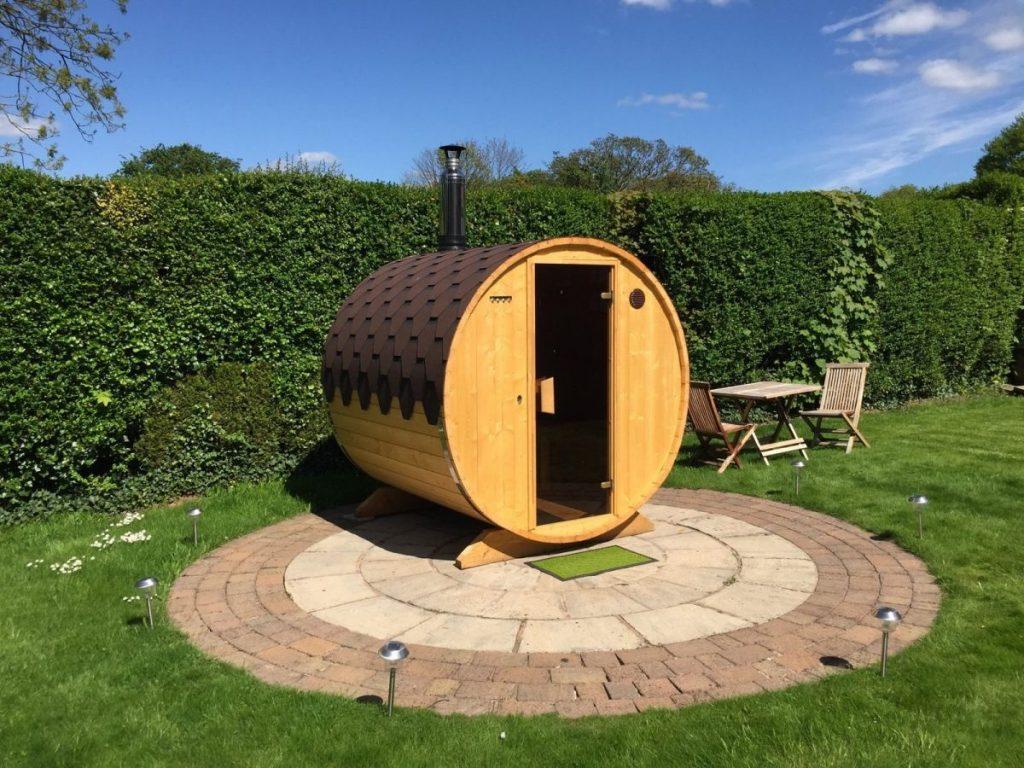 budowa saun ogrodowych